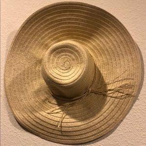 Large floppy woven straw beach sun hat